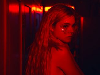 neon-demon-fanning-red