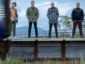 T2-Trainspotting-by-the-tracks